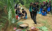 Das Fest zur Verehrung des Waldgottes der Pu Peo