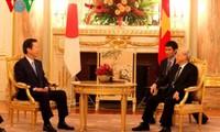 KPV-Generalsekretär Nguyen Phu Trong trifft Leiter der LDP-Partei und der Neuen Komeito-Partei