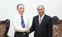 Premierminister Nguyen Xuan Phuc empfängt den Vorstandchef des chinesischen Konzerns JA Solar