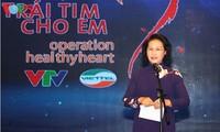 """Parlamentspräsidentin Nguyen Thi Kim Ngan nimmt an Programm """"Träume weiter schreiben"""" teil"""