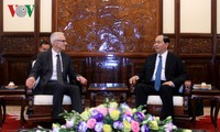 Staatspräsident Tran Dai Quang empfängt Interpol-Generalsekretär