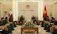 Der Vize-Verteidigungsminister empfängt den Vize-Leiter der myanmarischen Behörde für Sicherheit
