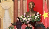 Die Vize-Staatspräsidentin empfängt Delegation von vorbildlichen Soldaten und Polizisten