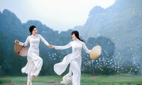 Die reine Schönheit der vietnamesischen Frauen mit dem nationalen Tracht in Fotos von Dzungart