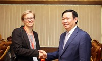 Vize-Premierminister Vuong Dinh Hue empfängt die erste Sekretärin der deutschen Botschaft