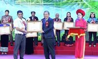 Verstärkung der Rolle von Respektspersonen, Akademikern und Unternehmern ethnischer Minderheiten