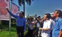 Vize-Premierminister Trinh Dinh Dung überprüft das Bauprojekt des Flughafens Long Thanh