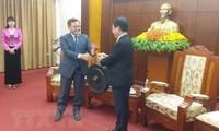 Der Vorsitzende der laotischen Front für den Aufbau des Landes besucht Provinz Hoa Binh