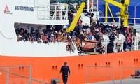 Fünf europäische Länder nehmen Flüchtlinge von dem Rettungsschiff auf