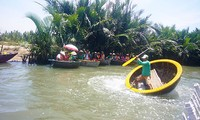 Die schwankenden runden Korb-Boote in der Altstadt Hoi An