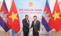 Vize-Premierminister Pham Binh Minh tagt mit dem kambodschanischen Vize-Premierminister