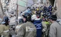 Bergung von Opfern nach einer Gasexplosion in einem Wohnhaus in Russland