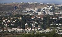 Juden werden von Israel aus dem illegalen Siedlungsgebiet in Westjordanland weggebracht