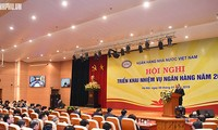 Premierminister Nguyen Xuan Phuc nimmt an der Bilanzkonferenz der Finanzbranche teil
