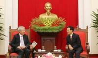 Der Leiter der Zentralabteilung für Aufklärung Vo Van Thuong empfängt Vize-Premierminister Singapurs