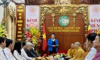 Parlamentspräsidentin Nguyen Thi Kim Ngan besucht den Leiter des Rates für oberste Patriarchen
