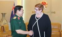 Verteidigungsminister Ngo Xuan Lich empfängt australische Außenministerin