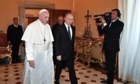 Russlands Präsident trifft Papst Franziskus