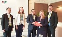 Der Leiter des Außenausschusses Nguyen Van Giau empfängt die Leiterin der norwegischen Parlamentsdelegation