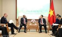 Vize-Premierminister Vuong Dinh Hue empfängt die Botschafter aus Südafrika und Nigeria