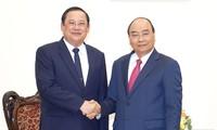 Premierminister Nguyen Xuan Phuc empfängt den laotischen Planungs- und Investitionsminister