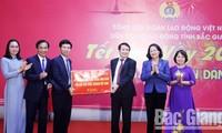 Vize-Staatspräsidentin Dang Thi Ngoc Thinh besucht die Arbeitnehmer in der Provinz Bac Giang
