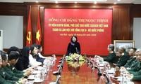 Vize-Staatspräsidentin Dang Thi Ngoc Thinh besucht Geheimdienst-Behörde des Verteidigungsministeriums