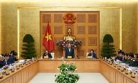Premierminister Nguyen Xuan Phuc: neue Maßnahmen sollten bei Bekämpfung der Covid-19-Epidemie ergriffen werden