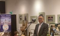 Eröffnung der Foto-Ausstellung und der Präsentation der vietnamesischen Kultur in Ungarn