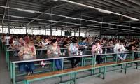 Verhinderung der Covid-19-Infektion zwischen Arbeitnehmern