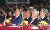 """Die Partei- und Staatschefs nehmen am Programm """"Ho Chi Minh – der Willen Vietnams"""" teil"""