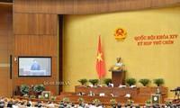 Die Abgeordneten beraten den Beschluss über die Sonderfinanzpolitik für Hauptstadt Hanoi