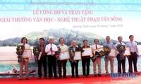 Verleihung des Literatur- und Kunstpreis Pham Van Dong