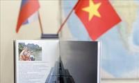 """Das Buch """"Vietnam hebt ab"""" über die Freundschaft zwischen Vietnam und Russland"""