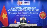 Premierminister Nguyen Xuan Phuc nimmt an Forum ASEAN Standard Chartered 2020 teil