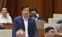 Der Minister für Kultur, Sport und Tourismus stellt sich Fragen des Parlaments