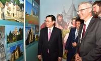 Werbung der zwei Weltkulturschätze Frankreichs und Vietnams