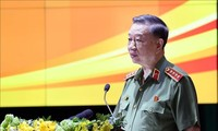 Premierminister Nguyen Xuan Phuc nimmt an Landeskonferenz der Polizei an