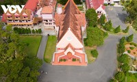 """Check in"" in der Rosa-Kirche in Da Lat"