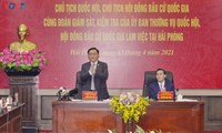 Parlamentspräsident Vuong Dinh Hue tagt mit Verwaltern der Hafenstadt Hai Phong