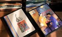 """Eindruck der Bücher aus Do-Papier auf dem Buchmarkt """"Kulturidentität Hanois"""""""