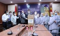 Der vietnamesische Buddhisten-Verband überreicht medizinische Ausrüstungen an Indien