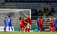 Versammlung von 34 Fußballspielerinnen für asiatische Fußballmeisterschaft der Frauen