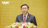 Parlamentspräsident Vuong Dinh Hue leitet Landeskonferenz über die Wahlen