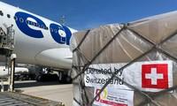 Die Schweiz schenkt Vietnam 13 Tonnen medizinische Ausrüstung
