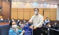 Katholische Mönche und Priester setzen sich freiwillig für Epidemie-Bekämpfung in Binh Duong ein