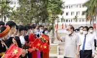 Staatspräsident Nguyen Xuan Phuc nimmt an Zeremonie zum Schuljahresbeginn in Yen Bai teil