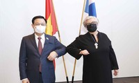 Aktivitäten des Parlamentspräsidenten Vuong Dinh Hue beim Finnland-Besuch