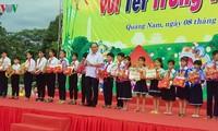 Le Premier ministre participe à la fête de la mi-automne avec des enfants de Quang Nam