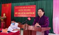 Tong Thi Phong rencontre des électeurs de Son La